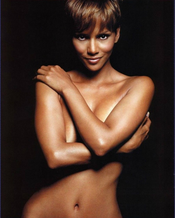 Halle Berry has always been a sight for sore eyes due to her elegance and good looks. Over 50 years old now, she doesn't look a day older than 30!