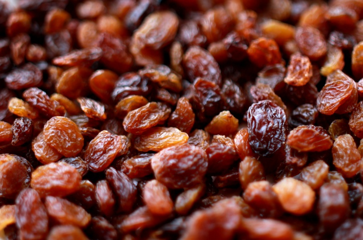 Raisins These easily accessible fruit is one of the most potent fruit sources of iron, with around 1.6 milligrams of iron in it. Raisins can be mixed with almonds, cashews and pistachios or mixed with sweet dishes.