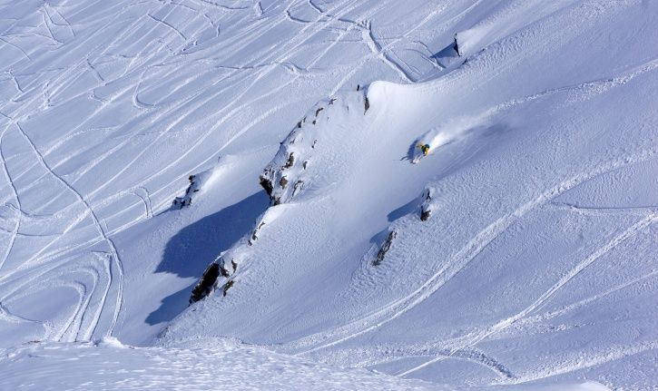 5 Soldiers Swept Away In Gurez Avalanche Still Unaccounted For After 36 Hours, Search Still On