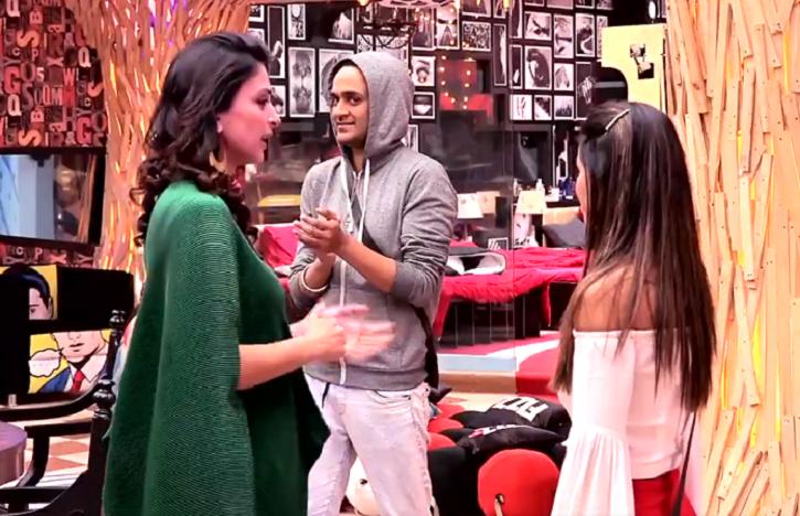 A still of Gauri Khan slamming Bigg Boss 11 contestant Hina Khan.
