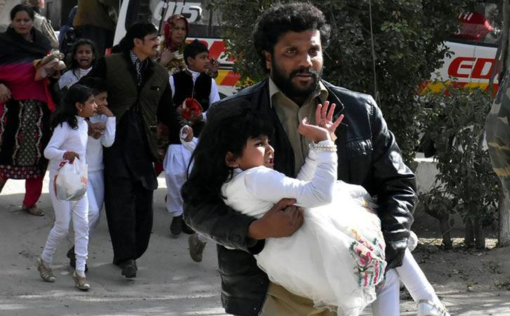 At Least 4 Killed 20 Injured In Attack On Church In Pakistan