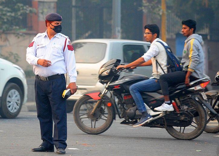 delhi traffic helmet
