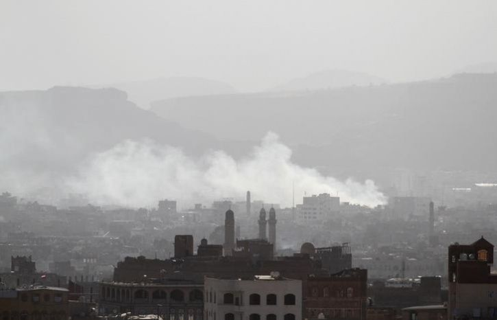 Smoke rises from areas where Houthi fighters clashed