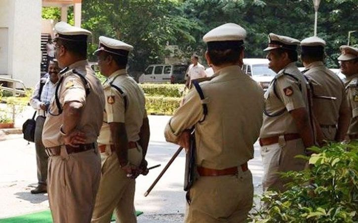 Woman booked for pouring hot oil on husband private parts