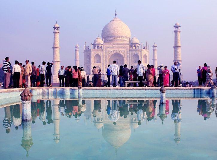 Yogi Govt Uses Taj To Lure Investors