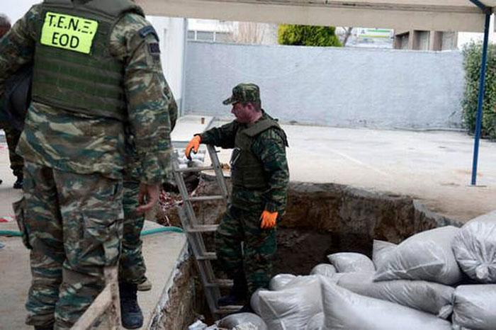 Greece defuse WW   II bomb
