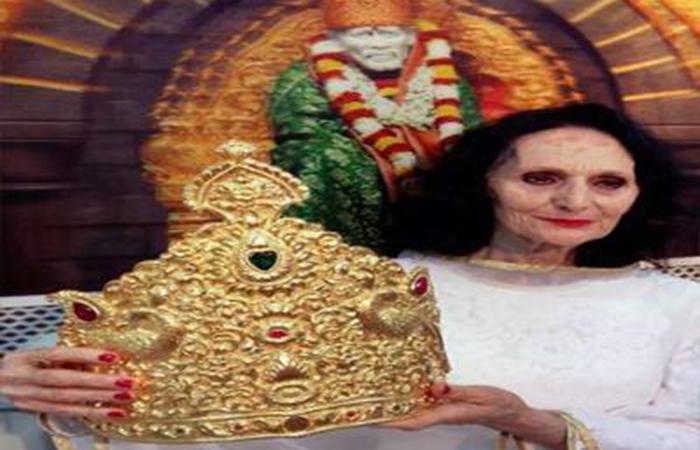Italian Women Who Donate God Crown