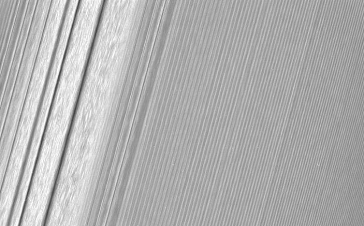 cassini-saturn-ring-01