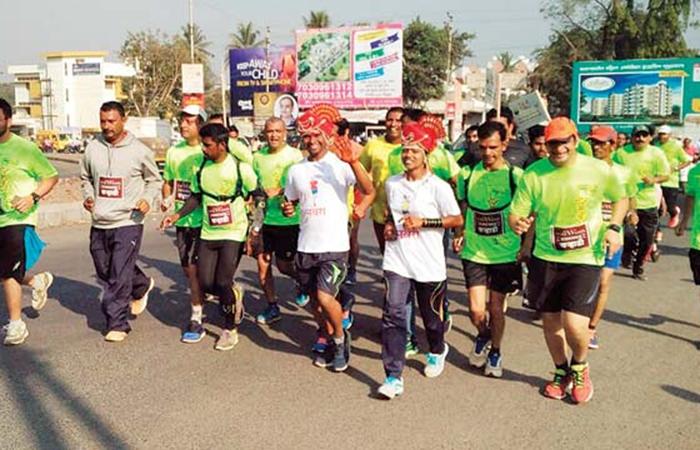 Couple from Maharashtra runs 25km to tie the knot