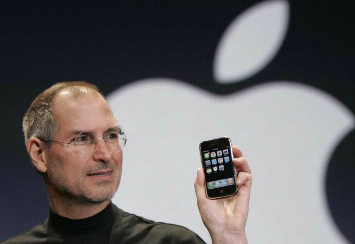 Steve Jobs Unveiling The Original iPhone Back In 2007