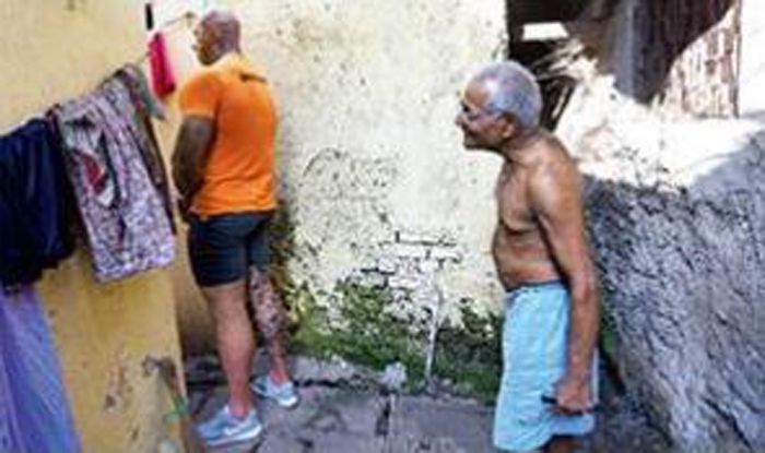 A Big Brit's Hunt For A Loo In Dharavi