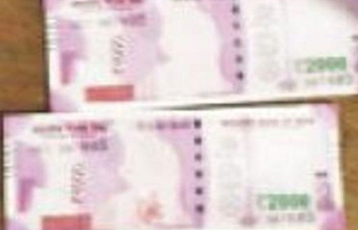 Gandhi missing from 2000 rupees note