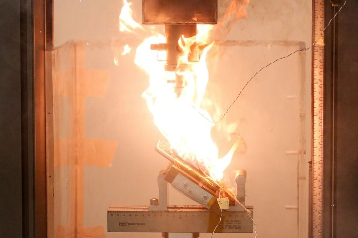 Li-ion Battery With Inbuilt Fire Extinguisher Successfully Developed By Stanford Researchers