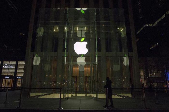 Family Sues Apple