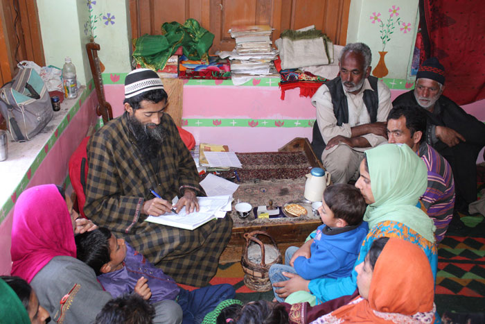 Religious Preacher in Kashmir Trains His Followers in RTI Activism