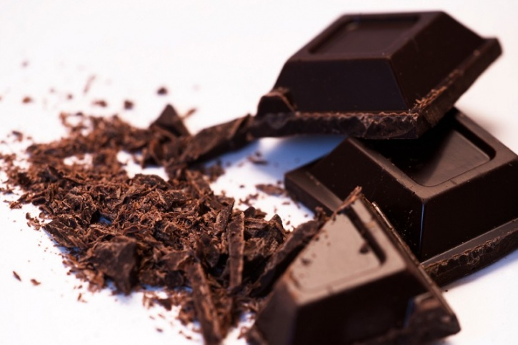 Rich in fibre dark chocolate has the potential to keep you full for longer. Additionally, researchers from the University of Copenhagen found that it is more filling than milk chocolates and lessens our cravings for sweet, salty and fatty foods