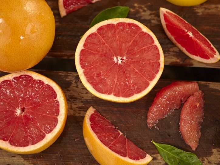 Similar to apples, citrus fruits like grapefruit are high pectin, slow digestion and contain over 87 percent water—which increases your statiety keeping you full for much longer. Several studies have shown how eating grapefruit can significantly result in more weight loss. One such study revealed that eating grapefruit three times a day at mealtimes for six weeks is associated with modest weight loss and a significant reduction in your waistline