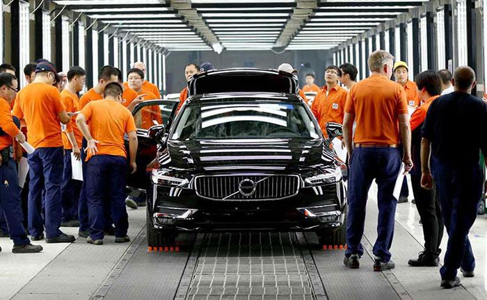 China Volvo cars train