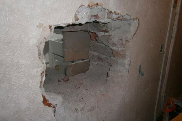 Mango Sellers Drill Hole In Wall, Rob Jewellery Store