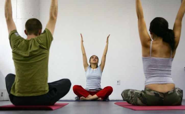 For achieving noticeable differences in pain, physical therapy was again no better or worse than yoga. After 12 weeks, people in the yoga group were 21 percentage points less likely to used pain medications than those in the education group. That difference was 22 percentage points for physical therapy versus education