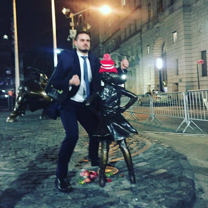 Man humping the Fearless Girl