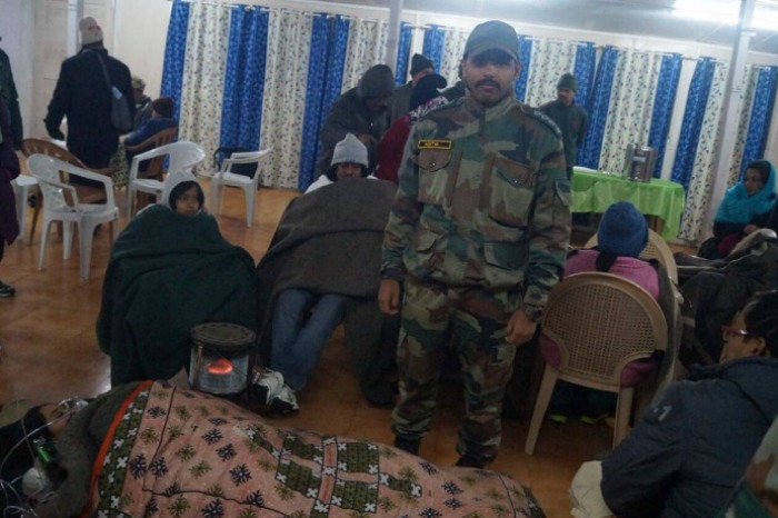 army rescues tourists from blizzard in AP