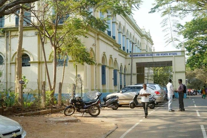 maharani college