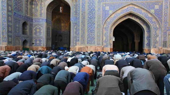 Looking towards Mecca during Namaz