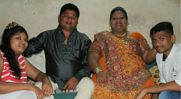 Simran Macwan with family