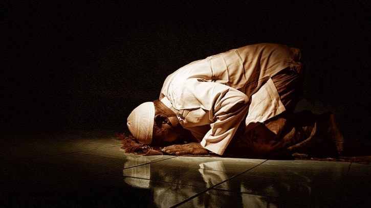Sujud in Islamic prayer