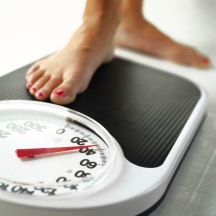 Checking the weighing scale for weight loss