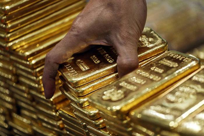 smuggling gold at IGI airport