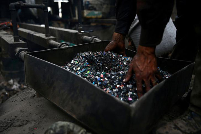 Syrians Make Fuel From Plastic Waste