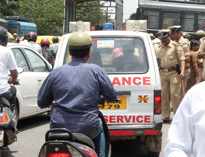 Mantri Convoy Holds Up Ambulance Again