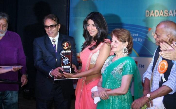 Dadasaheb Phalke Award scene https://filmozo.in/25-shocking-facts-about-priyanka-chopra-the-hidden-secrets-of-priyanka-chopra-mind-blowing-facts-about-priyanka-chopra/