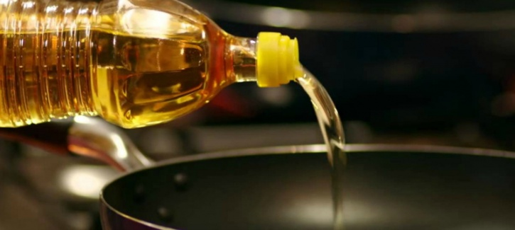 see polyunsaturated oils (canola, corn, and soy oils), as well as monosaturated oils, such as the revered olive oil, are not stable enough to resist a change in their chemical composition when exposed to high temperatures