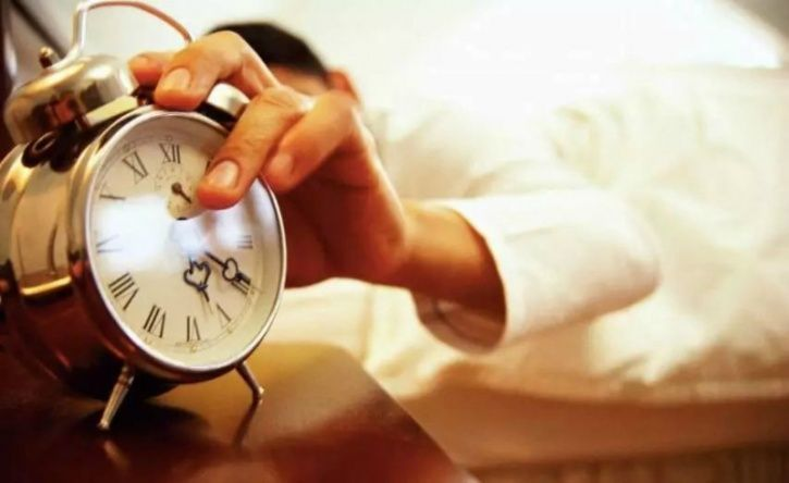 #2. Difficulty in waking up -Get your body used to a sleep routine -Wake up around the same time everyday (even on the weekends) Source: Chronobiology International