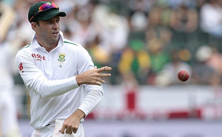 AB de Villiers throws ball