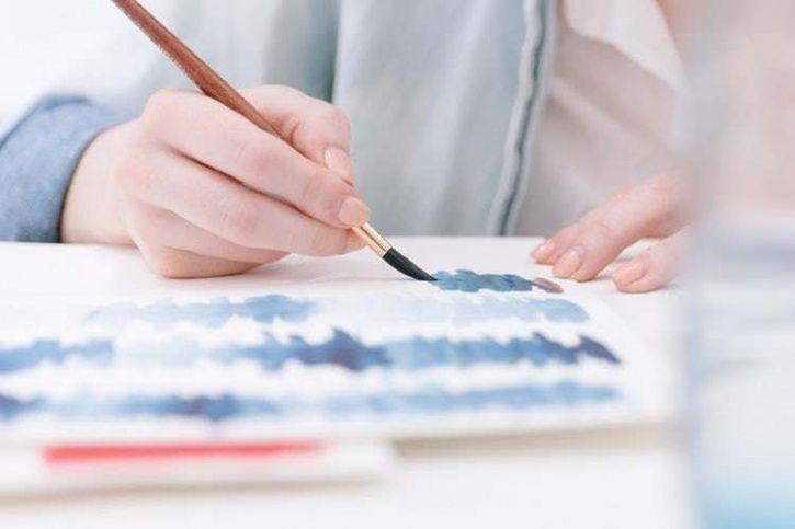 Artist paiting