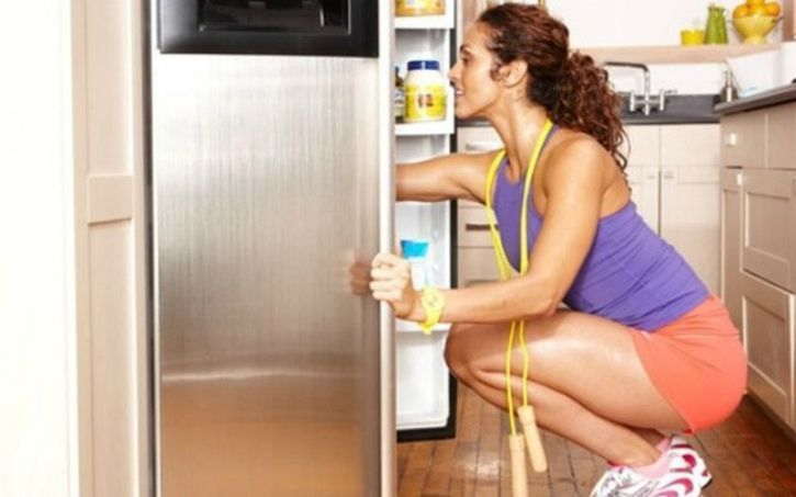 A rigorous workout session can often leave you kicking around the kitchen, trying to fight off an insatiable hunger and if you are thinking to shed some weight, binge eating is the last thing you want to do. So what should everyone do to control their hunger after a satisfying workout?
