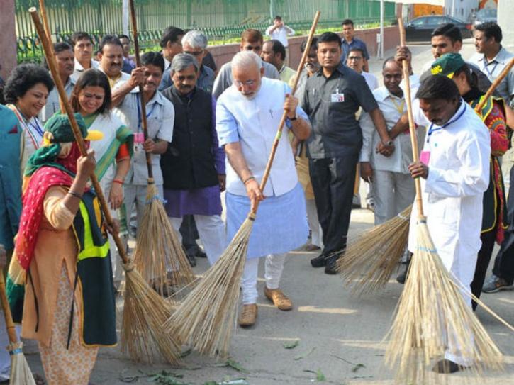 Modi swachh bharat