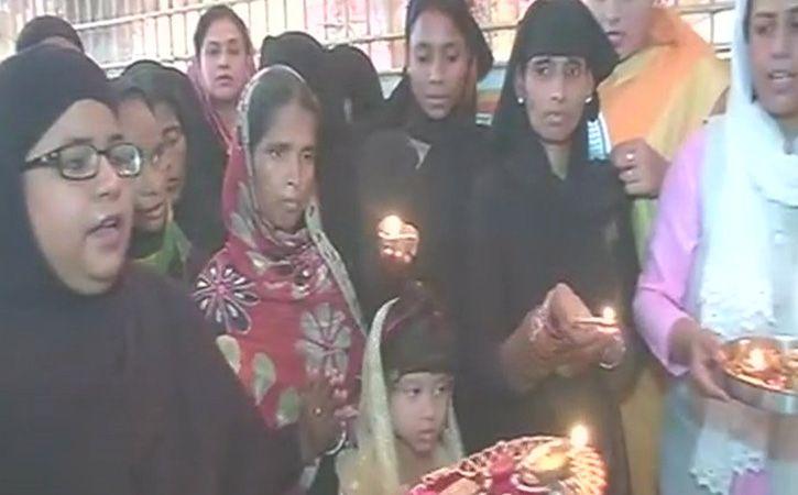 Muslim Women Aarti