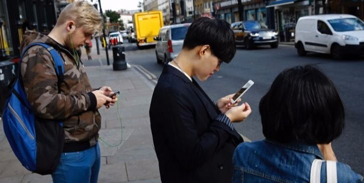 Pedestrian texting ban law