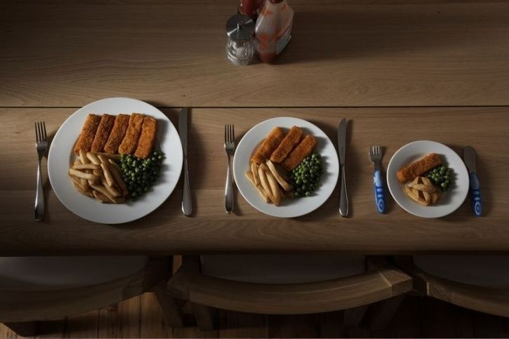 Use smaller bowls  Studies have found that people who ate in larger bowls ended up eating 16 percent more than their counterparts that ate in smaller bowls. Yes, visualisation does impact our appetite.
