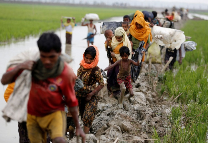 refugees arrive in Bangladesh from Myanmar