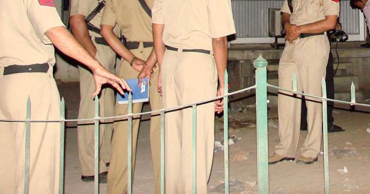 Man Stalks Woman From Mumbai To Delhi