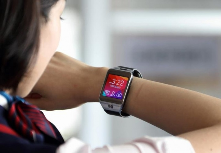The wakes of this major drawback by these activity trackers scientists have invented a new algorithm that empowers smartwatches by integrating them with artificial intelligence (AI).   Current smartwatches can recognise a limited number of particular activities, including yoga and running. This new artificial intelligence is programmed in advance to detect and record your every move, without being told beforehand what to look for.