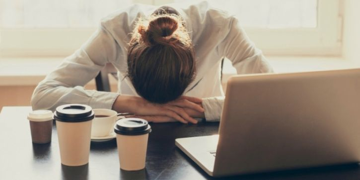 If you've ever wondered whether it makes sense to not travel to commute to work at wee hours in the morning, a research from Oxford may have he answer for you.  Dr Paul Kelly claims that staring work before 10am is equivalent to torture for an employee; resulting in illness, exhaustion and stress!