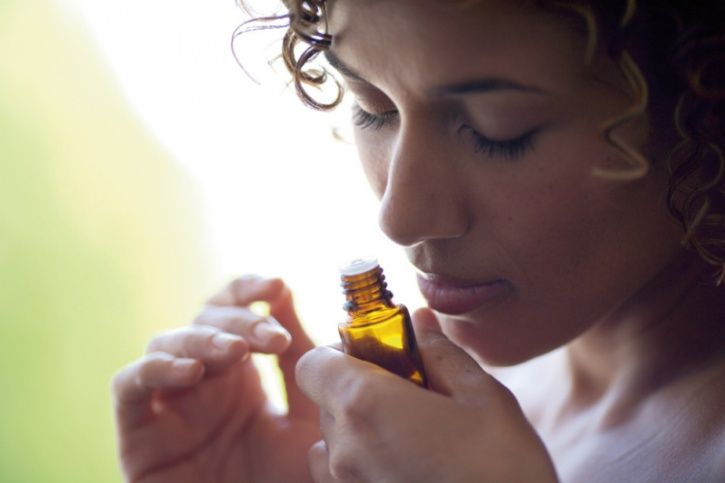 Use natural sedatives to dose yourself off to sleep Sprinkle 4-5 drops of essential oils or aromatherapy oils on a tissue and hold it against your nose while taking in 10-15 deep breaths. These are the best sedatives nature has to offer and will slow your system down putting you to sleep.
