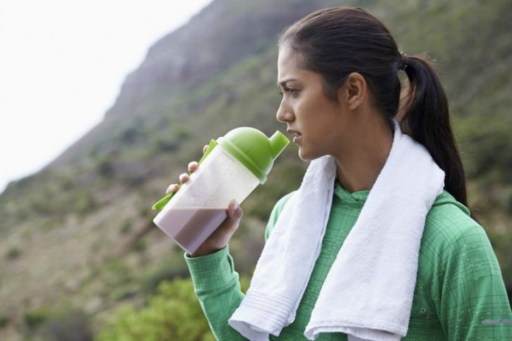Why is important to stay fuelled before, during and after your workout?   According to The American College of Sports Medicine, proper food and liquid should be consumed before, during and post workout in order to balance the glucose concentration. Doing so helps boost your performance hastens the time you need to recover from a gruelling session and prevents serious exhaustion. Also, make sure you consume enough water or other fluids pre and post workout to prevent loss of fluids excessively from the body and suffer from dehydration.